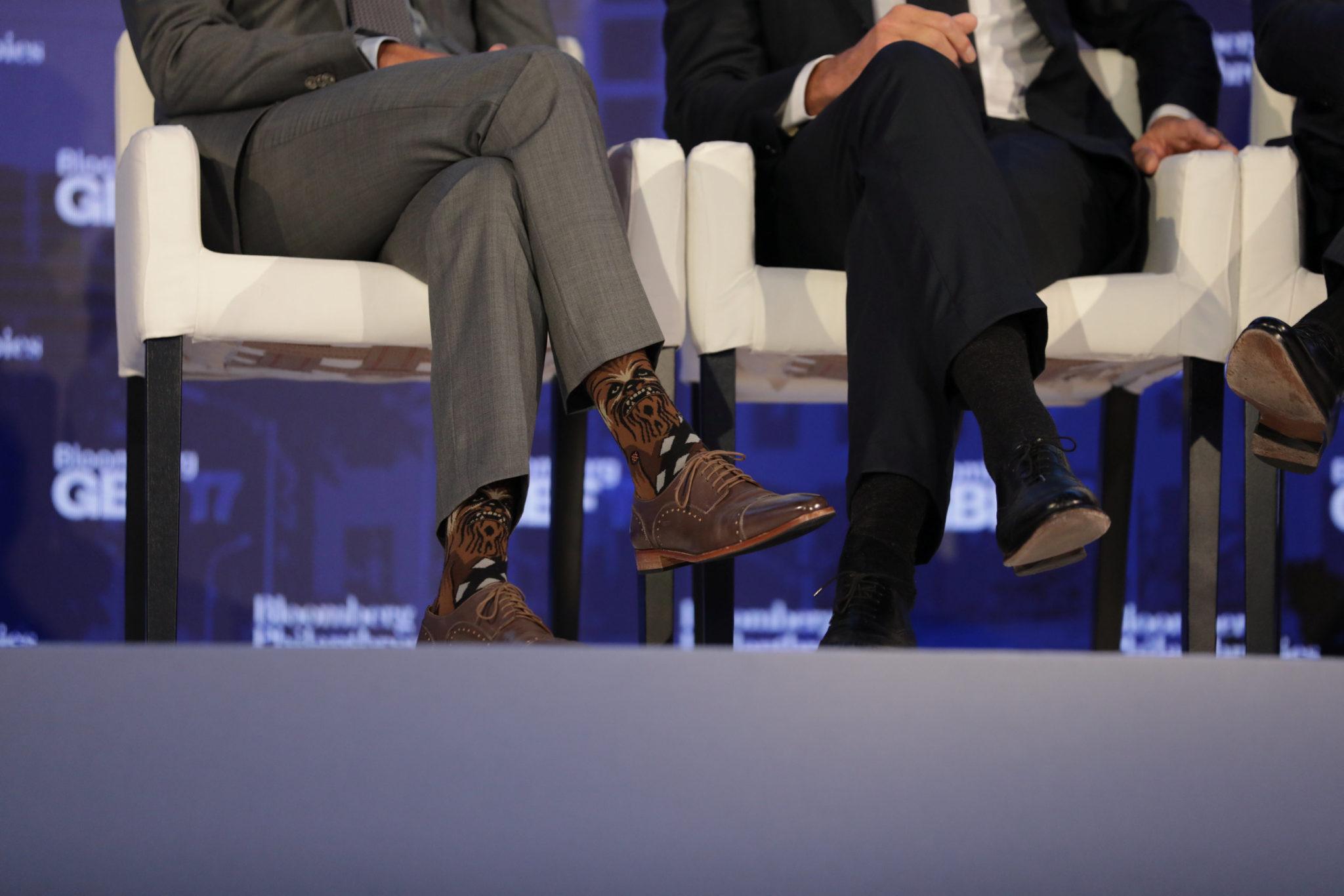 Носки премьер-министра Канады Джастина Трюдо стали глобальным событием на бизнес-форуме Bloomberg